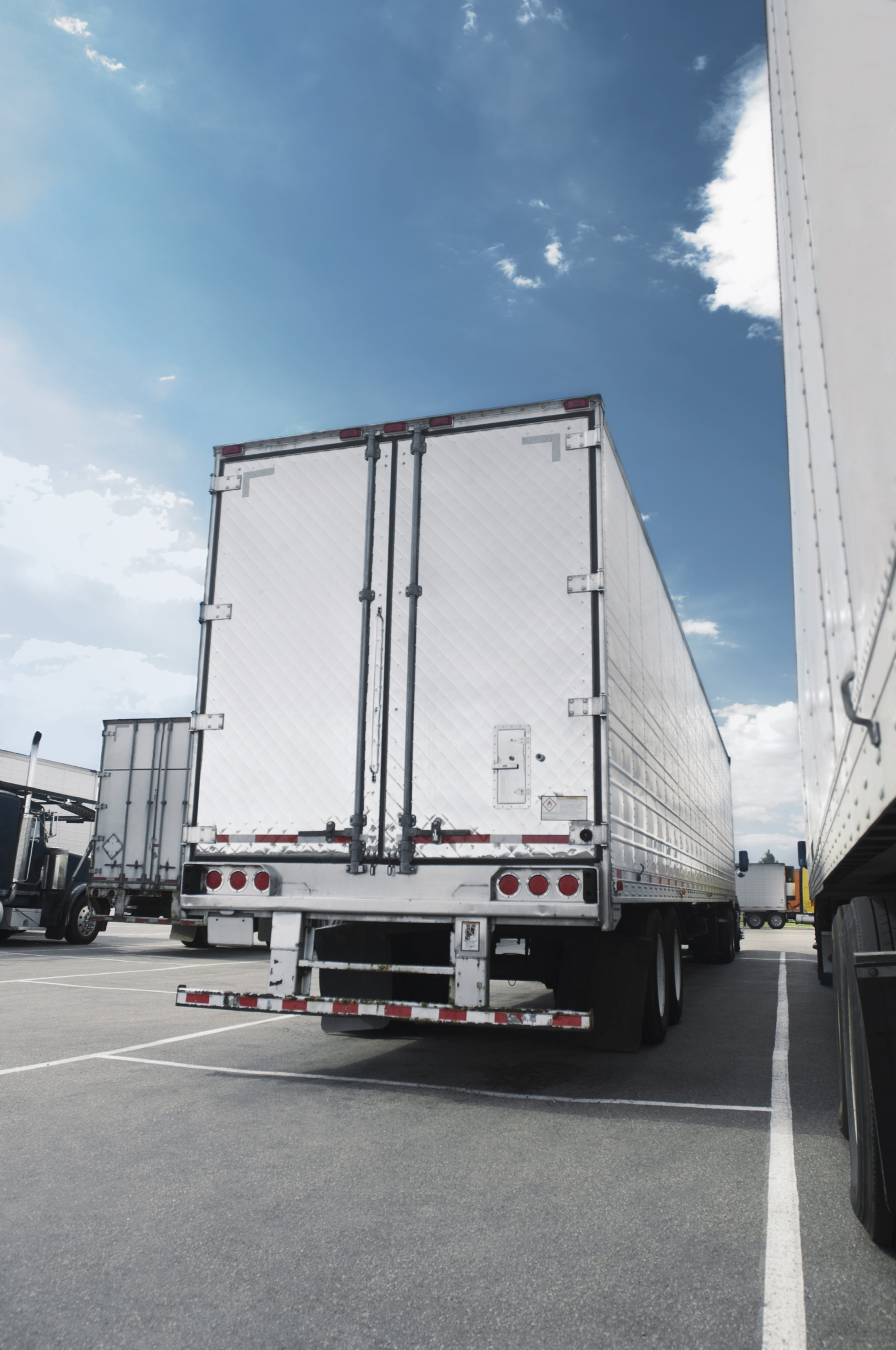 Big Rig Coming For You : Reasons you should watch out for big rigs on california