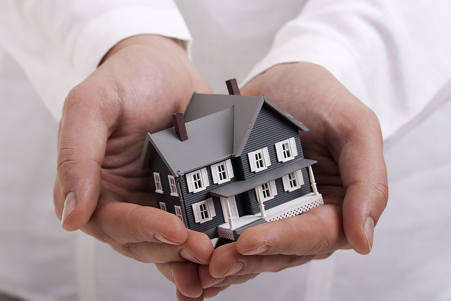 house in hands - homeowners insurance