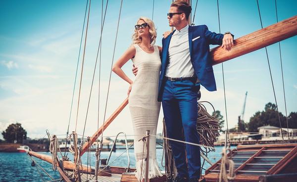 rich stylish man,woman on yacht_600x