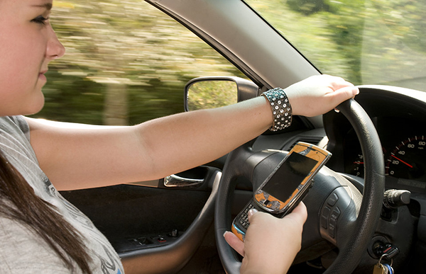-teen-girl-texting-while-driving-pv