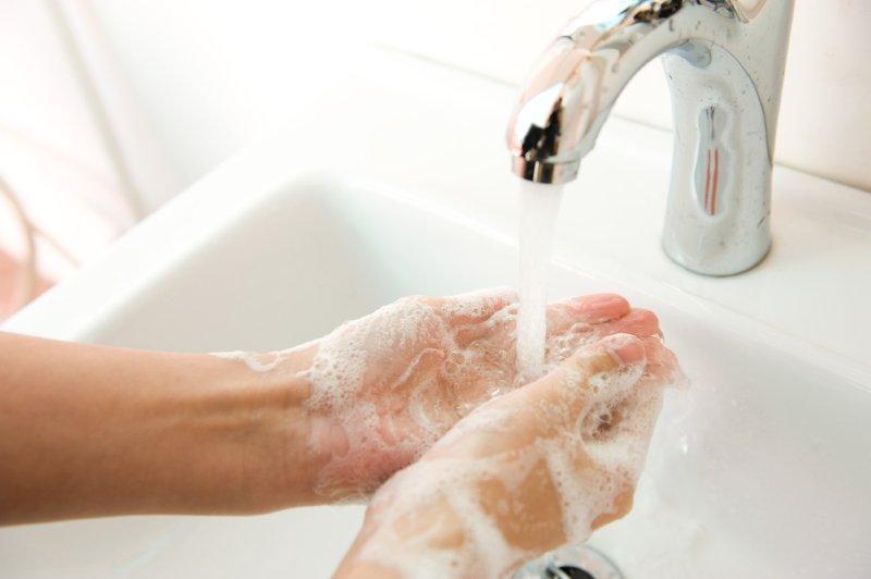clean hands white sink v_SM