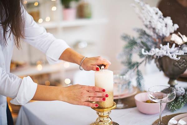 lighting holiday candle